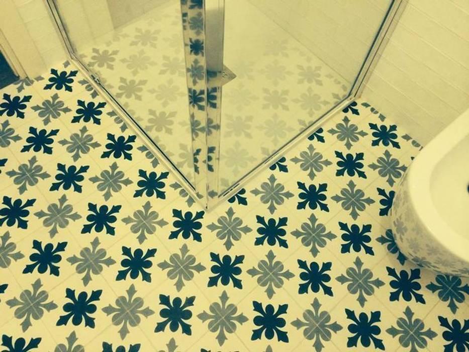 Solería de baño Paredes y suelos de estilo clásico de Suelos Hidráulicos Demosaica Clásico