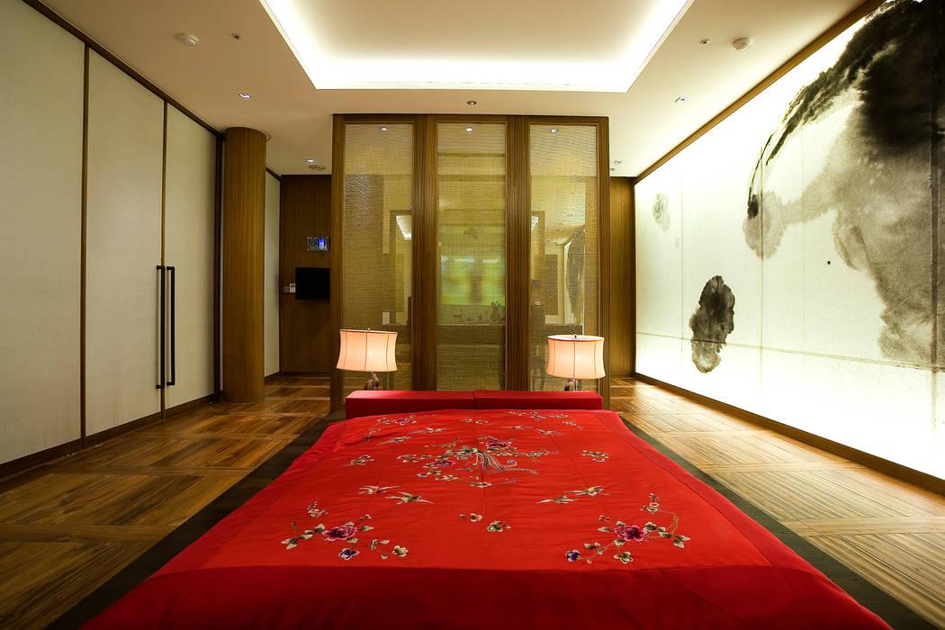 Camera da letto in stile asiatico di NEED21 ASSOCIATES Asiatico