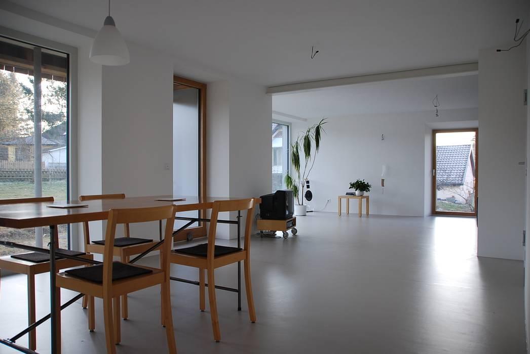 architektur plan b Salones de estilo moderno