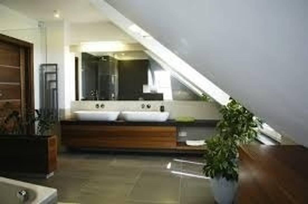 bagno in mansarda: Bagno in stile in stile Moderno di studio design d'interni Frigerio Lisa