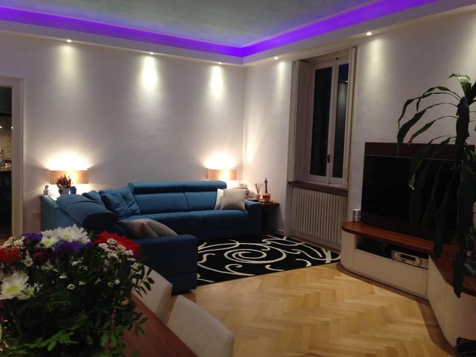 Zona divano con illuminazione in stile di studio design d interni