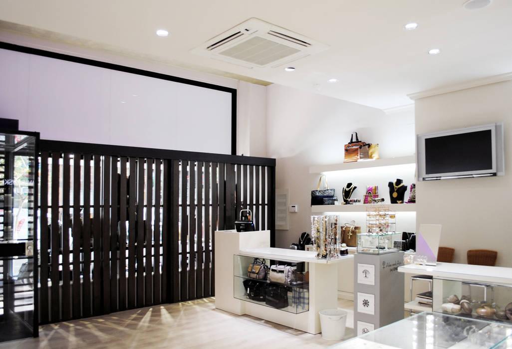 Vista interior Oficinas y tiendas de estilo moderno de interior03 Moderno