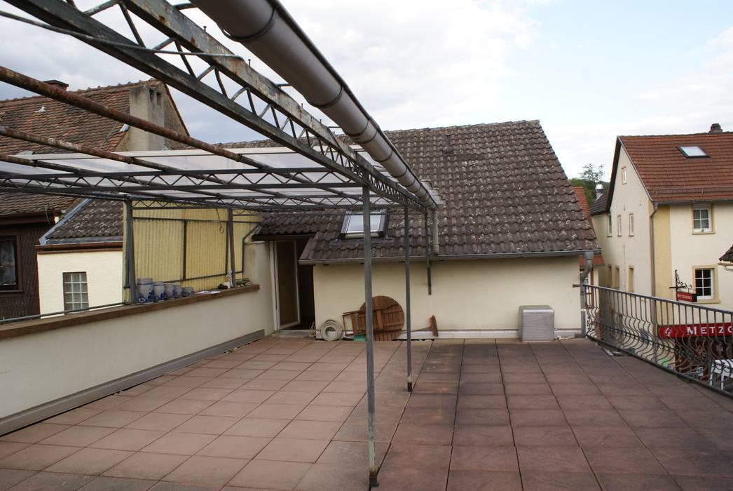 Dachterrasse - Vorher Ausgefallener Balkon, Veranda & Terrasse von Karl Kaffenberger Architektur | Einrichtung Ausgefallen