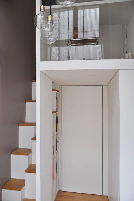 mezzanine LLARCHITECTES Couloir, entrée, escaliers minimalistes