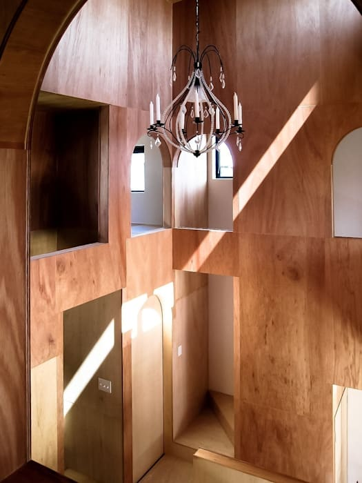 Ik-house クラシックデザインの リビング の AtelierorB クラシック 合板(ベニヤ板)