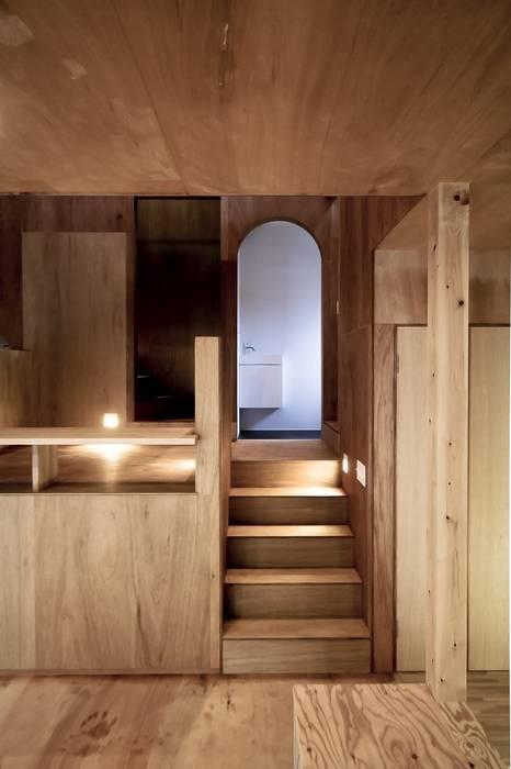 Ik-house ラスティックスタイルの 玄関&廊下&階段 の AtelierorB ラスティック
