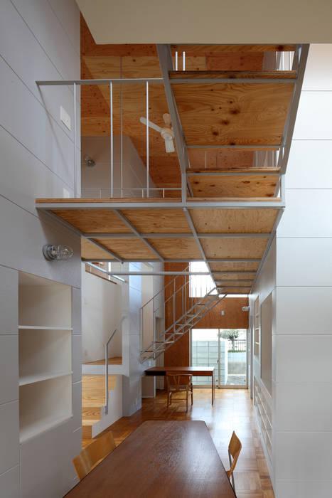 アトリエ ヴォイド・セット一級建築士事務所 ห้องโถงทางเดินและบันไดสมัยใหม่