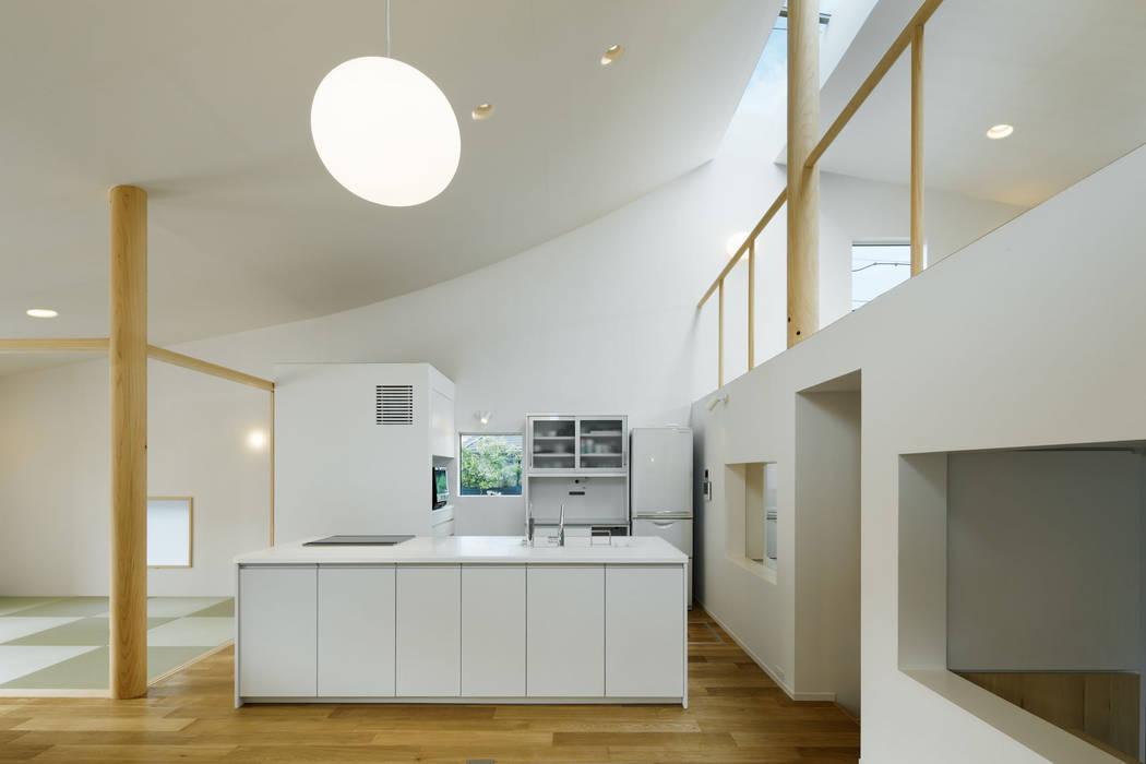 HOUSE H Modern Dining Room by mattch Modern