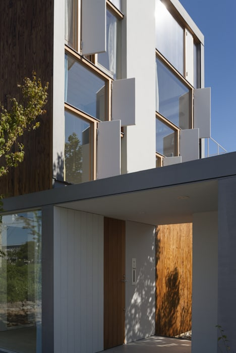 2階窓詳細 モダンな 家 の ihrmk モダン