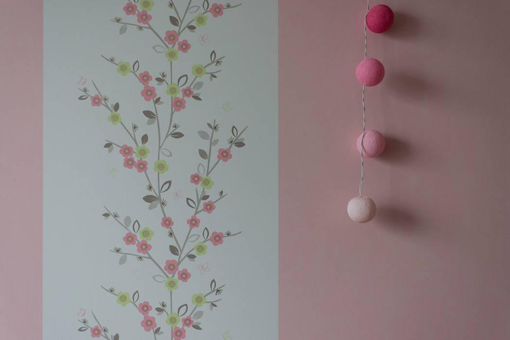 Яркий минимализм Детская комнатa в стиле минимализм от D&T Architects Минимализм