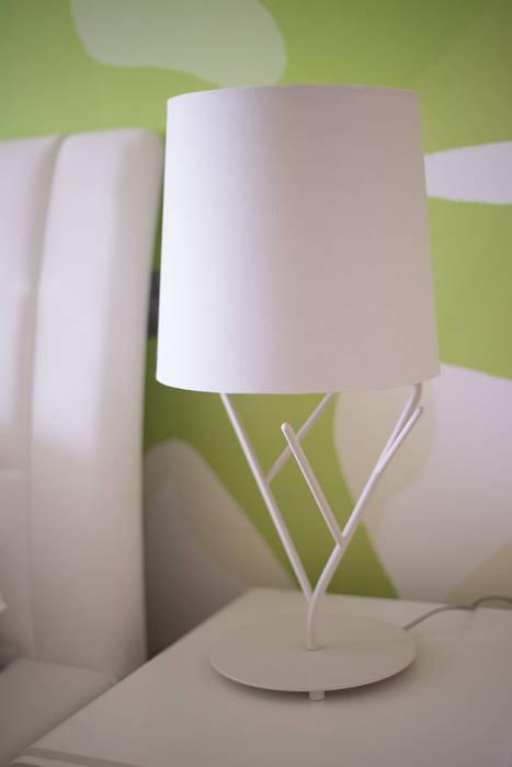 Яркий минимализм Спальня в стиле минимализм от D&T Architects Минимализм