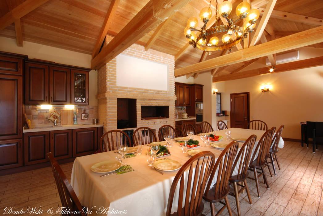 Слоновая кость и сливки Столовая комната в рустикальном стиле от D&T Architects Рустикальный