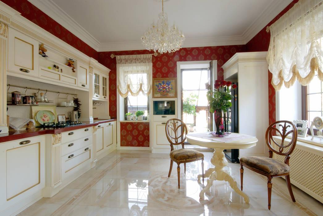 Слоновая кость и сливки Кухня в классическом стиле от D&T Architects Классический
