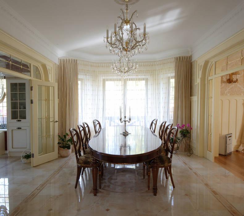 Слоновая кость и сливки Столовая комната в классическом стиле от D&T Architects Классический