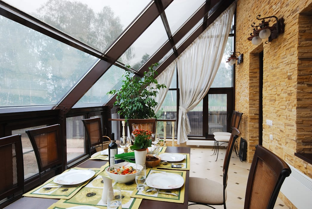Слоновая кость и сливки Зимний сад в рустикальном стиле от D&T Architects Рустикальный
