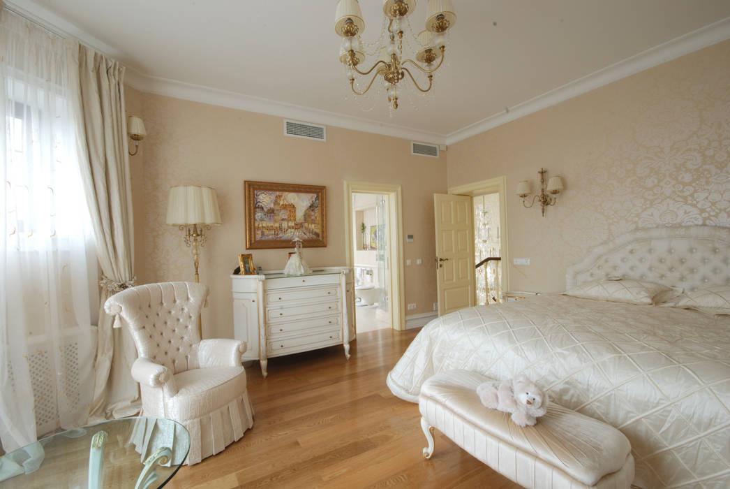 Слоновая кость и сливки Спальня в классическом стиле от D&T Architects Классический