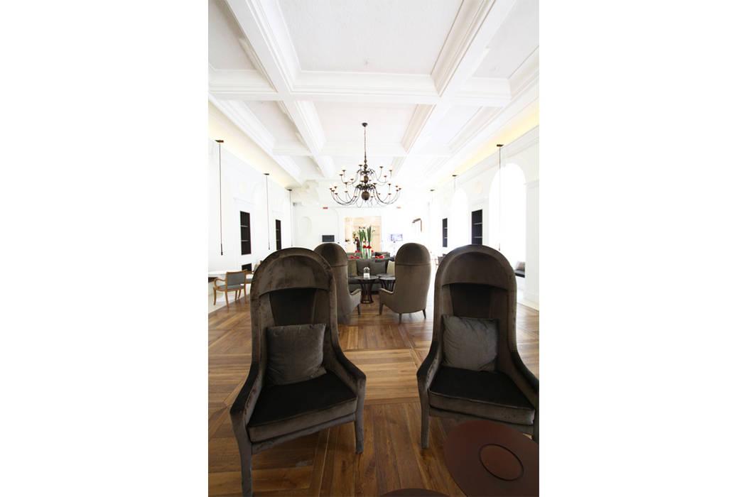 GRAN MELIÀ VILLA AGRIPPINA: Sala da pranzo in stile in stile Classico di DEVOTO