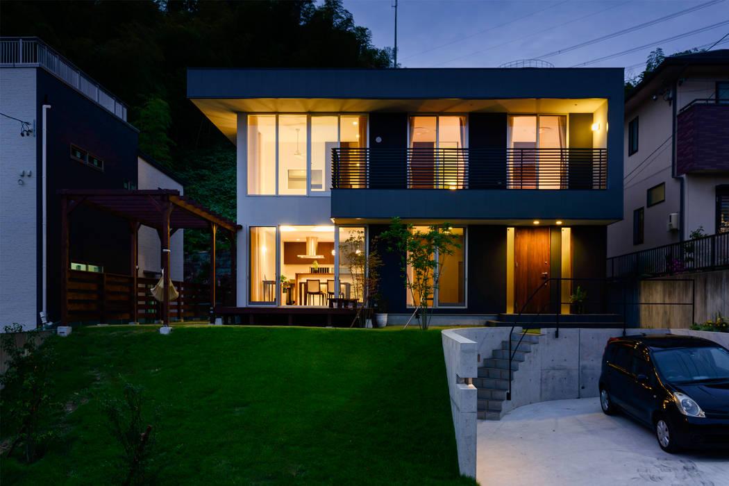 Casas  por H建築スタジオ, Moderno
