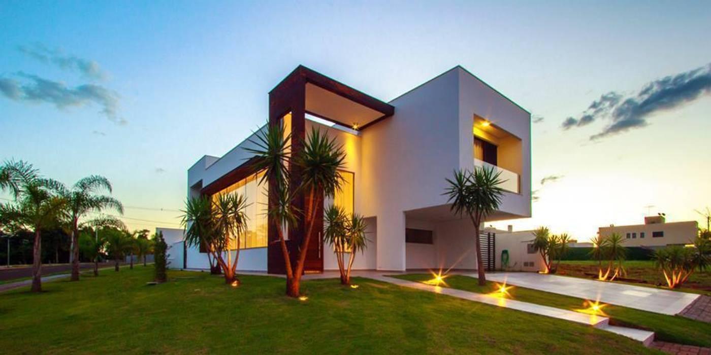 Residência Unifamiliar Condomínio Alphaville Londrina 2:  Houses by Tony Santos Arquitetura