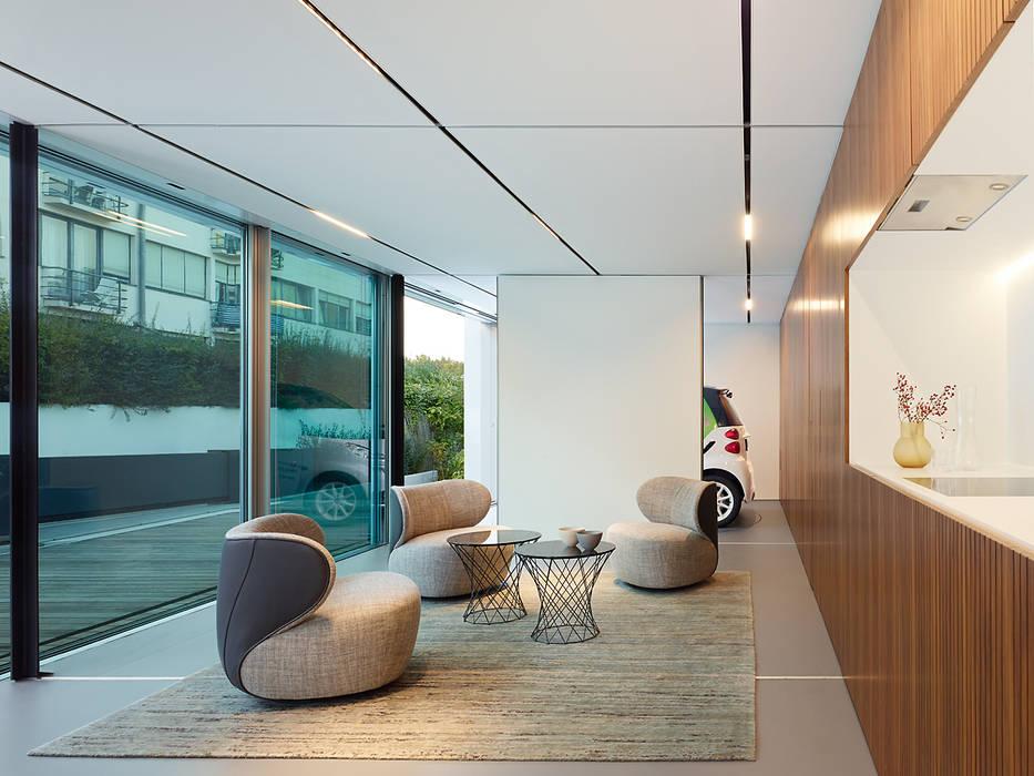 Salones de estilo moderno de WERNER SOBEK Moderno