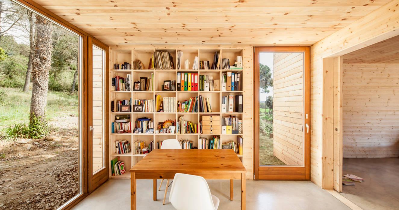 Casa GG Estudios y despachos de estilo moderno de Alventosa Morell Arquitectes Moderno