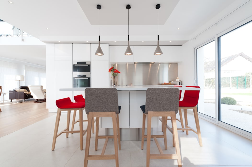 Cocinas de estilo moderno de LA CUISINE DANS LE BAIN SK CONCEPT Moderno