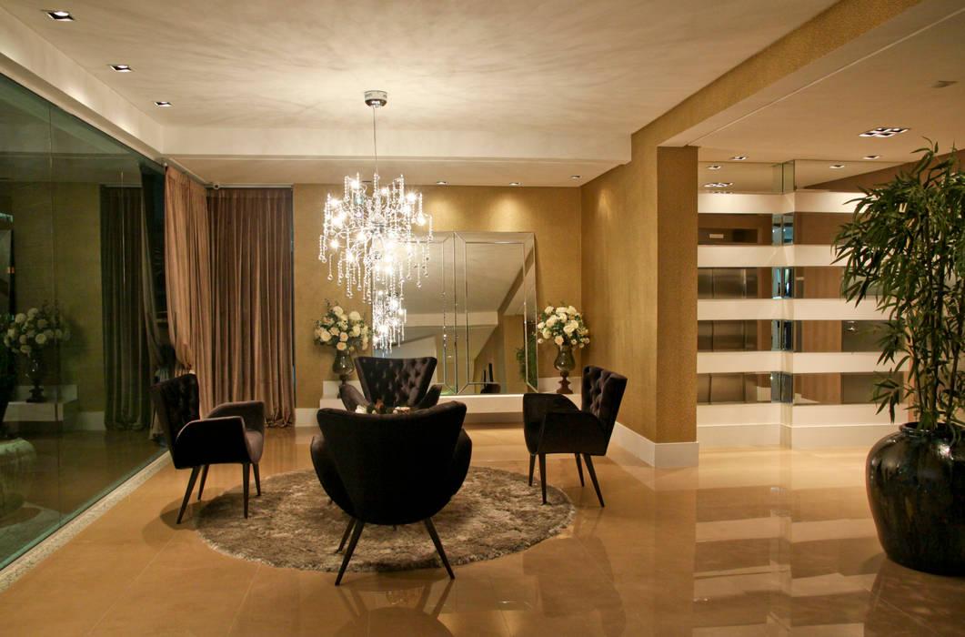 Hall: Corredores e halls de entrada  por Daniela Vieira Arquitetura,
