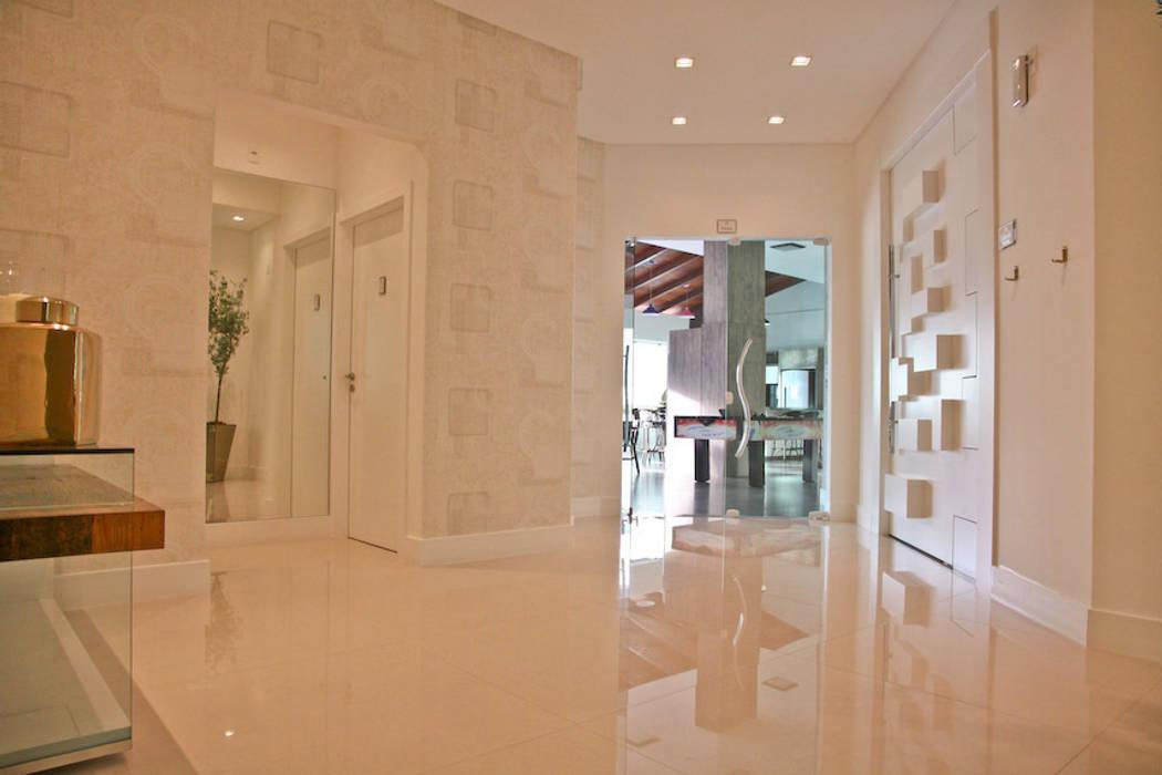 Hall do salão de festas Corredores, halls e escadas modernos por Daniela Vieira Arquitetura Moderno