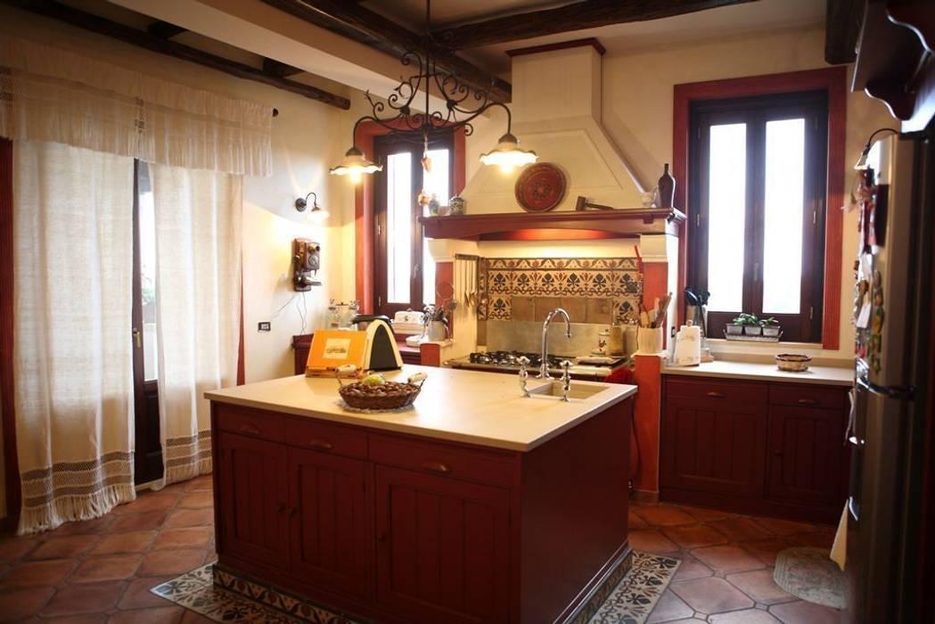 la cucina del piano noblie: Cucina in stile in stile Classico di Studio di Progettazione Arch. Tiziana Franchina