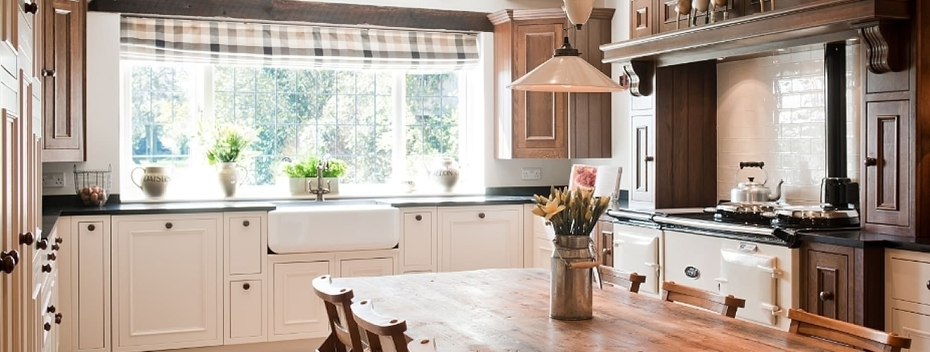 Crompton Kitchen Painted Oak Country style kitchen by Belvoir Interiors Ltd Country
