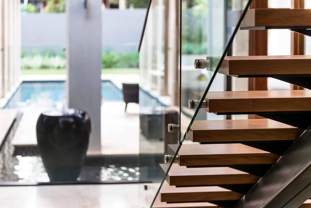 Floreat Residence Modern corridor, hallway & stairs by Moda Interiors Modern