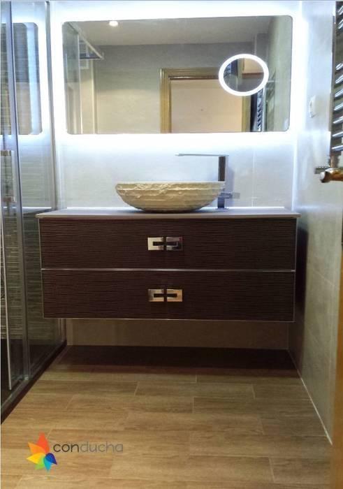 Reforma de baño: Baños de estilo  de Conducha