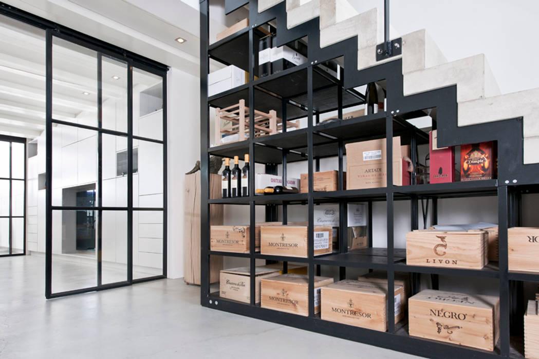 Ruang Penyimpanan Wine oleh Kodde Architecten bna, Modern