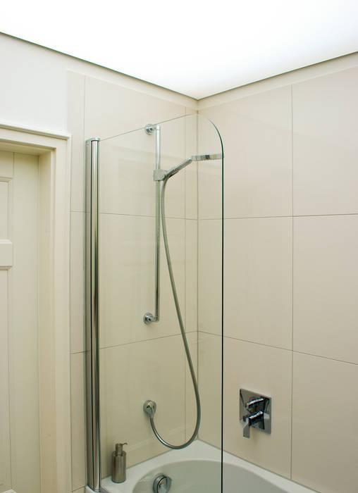 Lichtdecke und dusche: moderne badezimmer von dielen ...