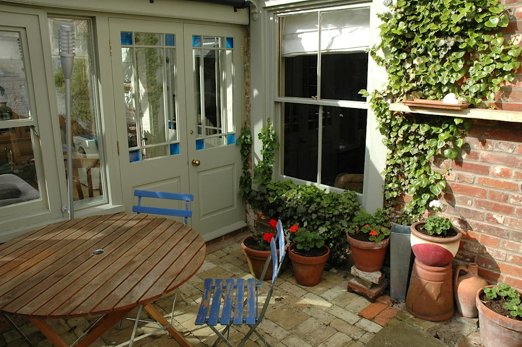 Country style balcony, porch & terrace by homify Country