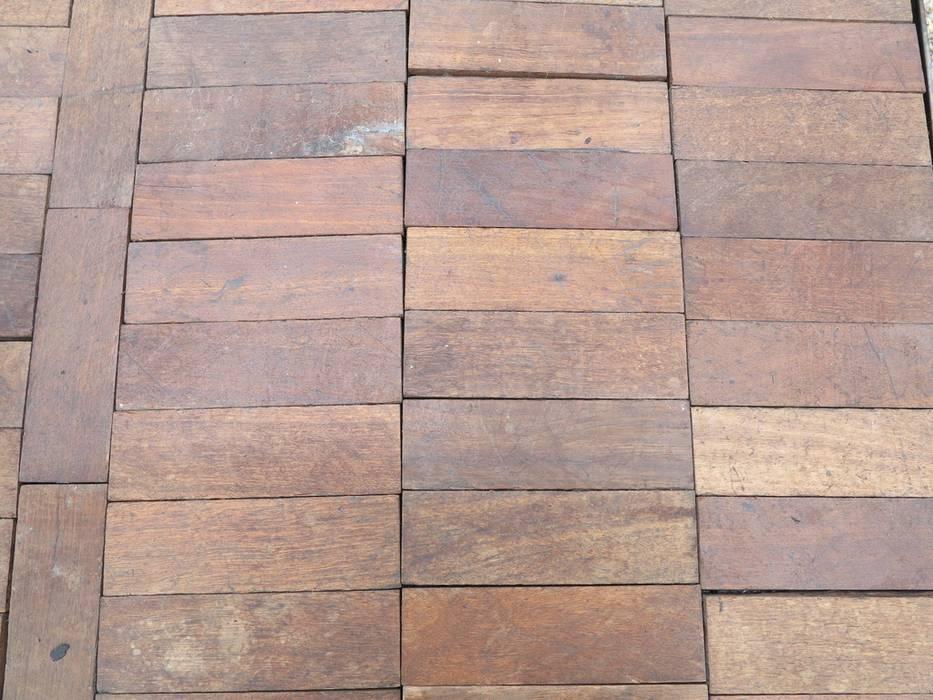 Reclaimed Hardwood Parquet Flooring de UKAA | UK Architectural Antiques Clásico