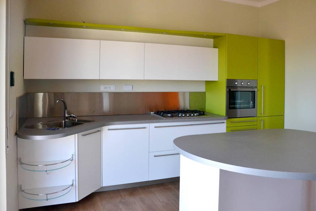 Ambiente Open space - Soggiorno e cucina Skyline: Cucina in stile in stile Moderno di Architetti di Casa