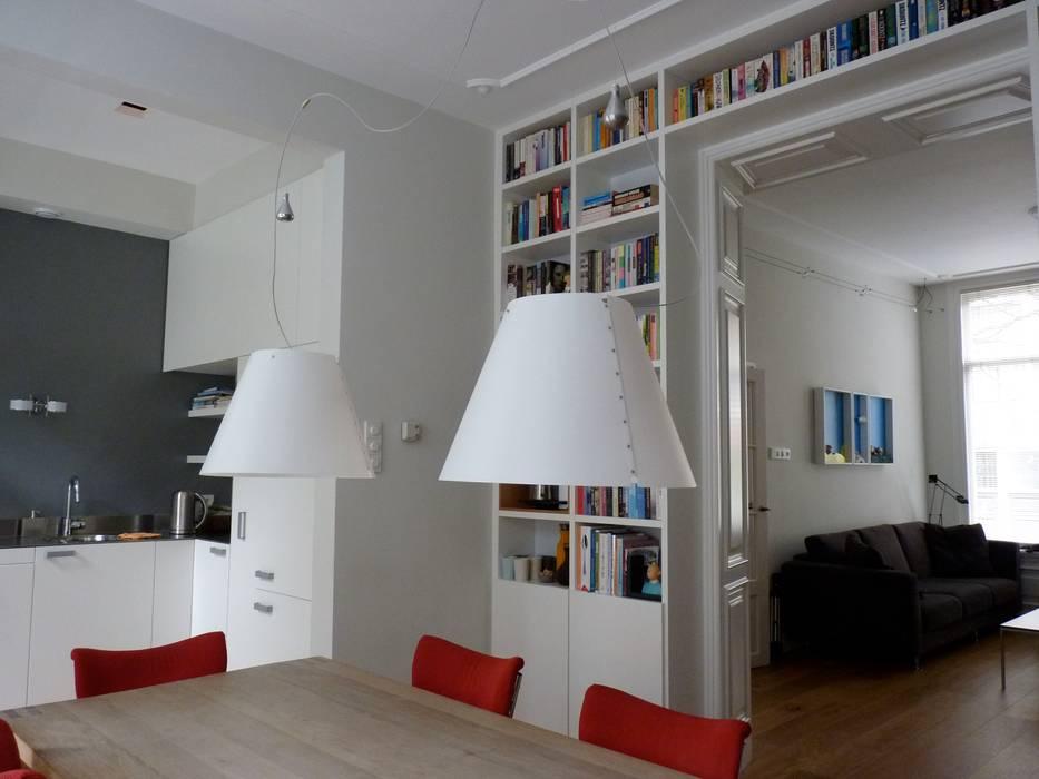 Boekenkast In Woonkamer : Boekenkasten op maat als eye catcher in de woonkamer