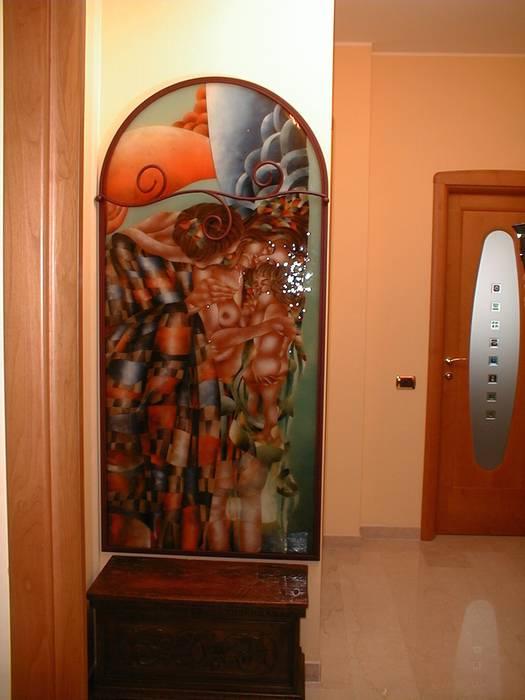 Vetrata con attaccapanni il bacio Klimt: Ingresso & Corridoio in stile  di G.M.Selena-Laboratorio Artigianale di Salami Elena