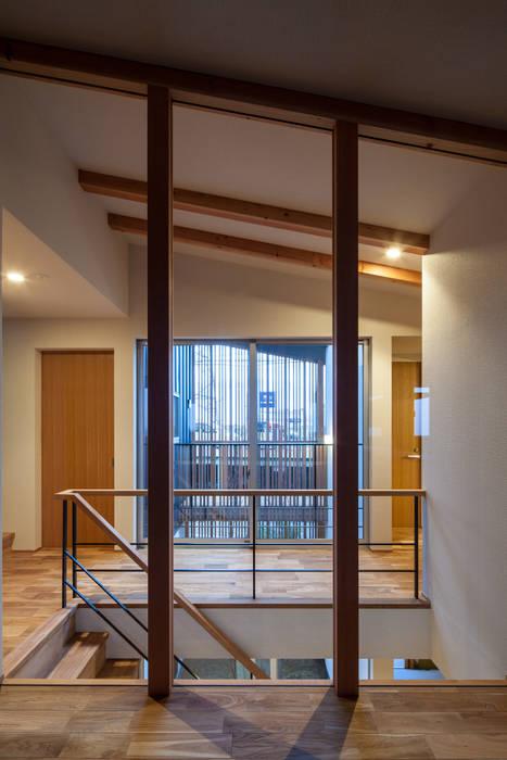 岸和田の家 廊下 モダンスタイルの 玄関&廊下&階段 の 神谷徹建築設計事務所 モダン