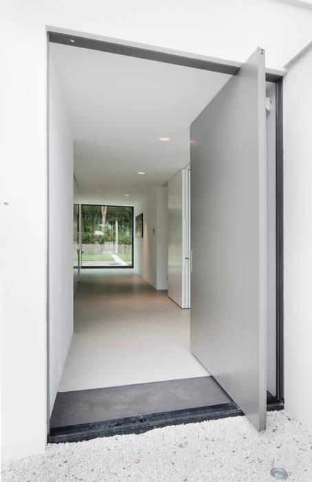 Casas de estilo  de FritsJurgens BV, Moderno
