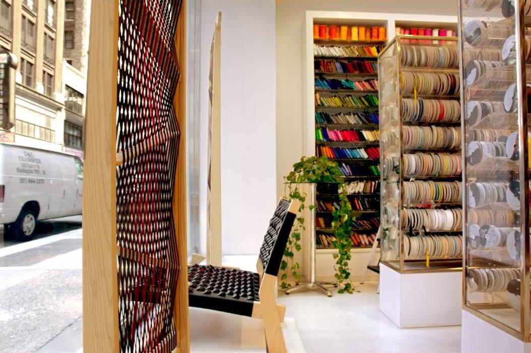 Espacios comerciales de estilo  por tona BY RIKA KAWATO / tonaデザイン事務所, Asiático