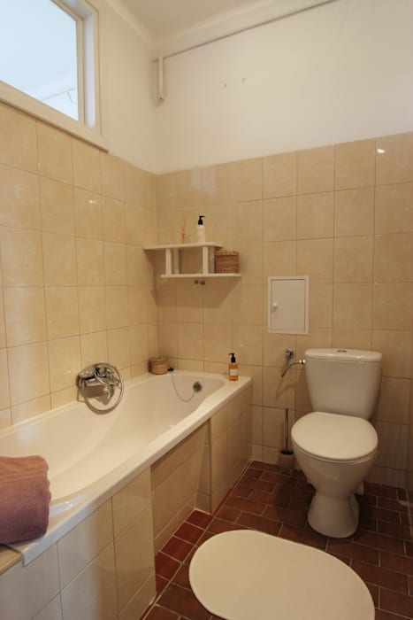 Classic style bathrooms by Better Home Classic