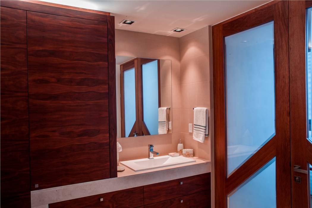 現代浴室設計點子、靈感&圖片 根據 GRUPO VOLTA 現代風