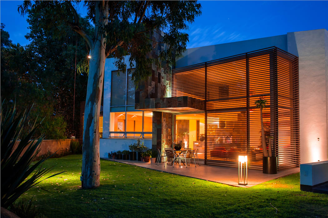 Modern Houses by GRUPO VOLTA Modern