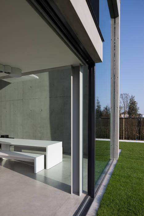 woning en kantoor volledig in ter plaatse gestort beton:  Huizen door pluspunt architectuur