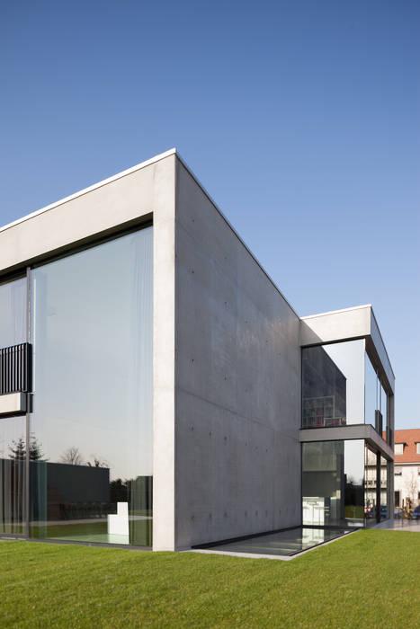 woning en kantoor volledig in ter plaatse gestort beton Minimalistische huizen van pluspunt architectuur Minimalistisch
