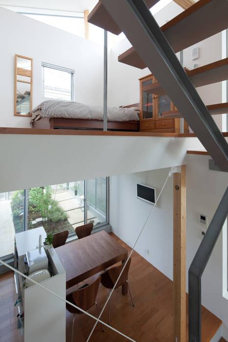 現代風玄關、走廊與階梯 根據 Studio R1 Architects Office 現代風