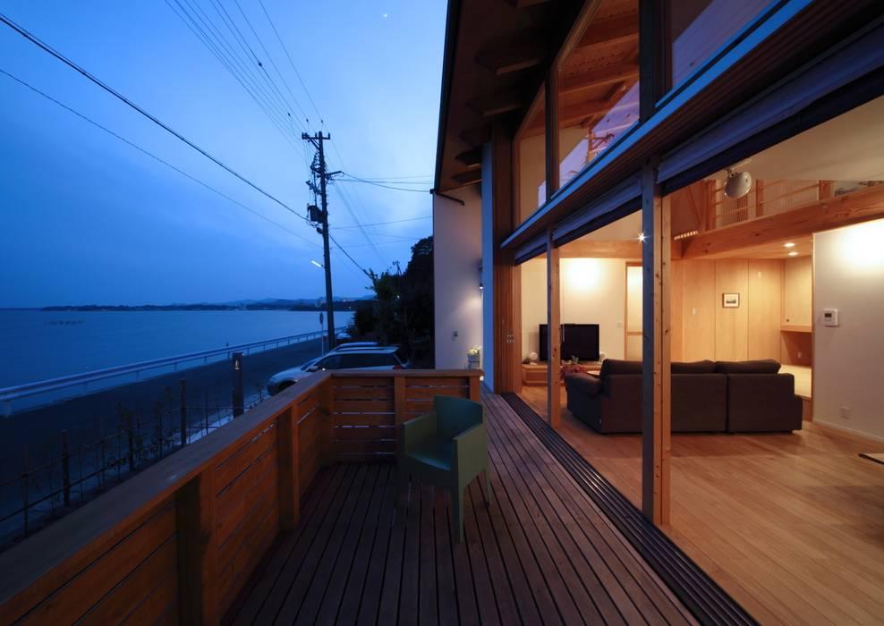 デッキテラス: 久保田英之建築研究所が手掛けたテラス・ベランダです。