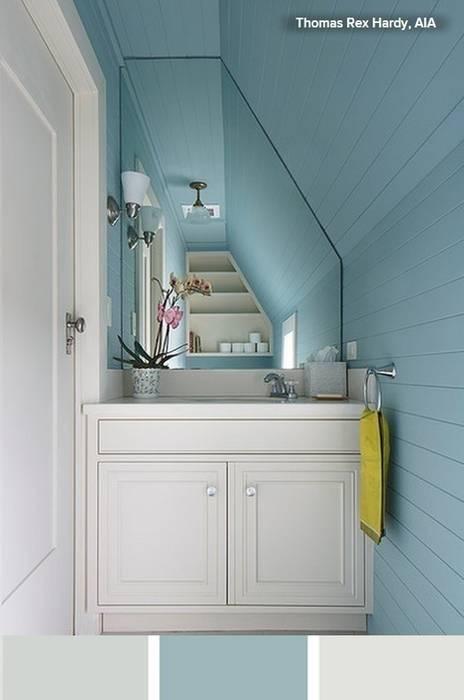 Cuarto de baño en espacio pequeño y de techo inclinado de ...
